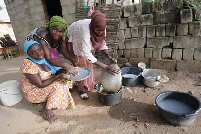 femmes-faisant-la-vaisselle